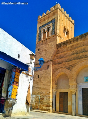 #OneMonth4Tunisia #Post14 Place: Kairouan (UNESCO World Heritage) | Achraf Aouadi © يا قيروان إليك ألف تحيّة, ومن التّحايا جدّة الأعمار يا أنت يا مهوى العواصم والهوى, ها قد أنخت حقائب الأسفار Founded in 670, Kairouan flourished under the Aghlabid dynasty in the 9th century. Despite the transfer of the political capital to Tunis in the 12th century, Kairouan remained the Maghreb's principal holy city. Its rich architectural heritage includes the Great Mosque, with its marble and porphyry columns, and the 9th-century Mosque of the Three Gates