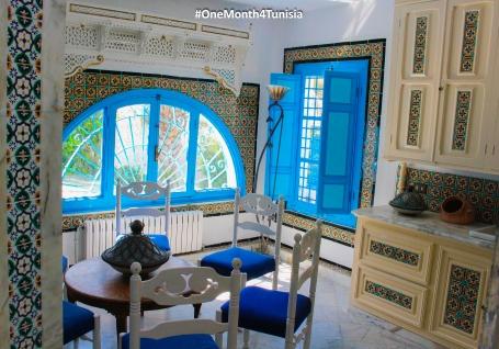 #Post8 #OneMonth4Tunisia ما بدا من عهد الاندلس، فى صوتها تغريد يسري، وتطوف بالبلاد شادية، وتزيدنى شكرا على شكري Wandering here and singing,Ô Tunisia... Makes me add more and more to my endless thanks. Place: Tunis | Rym Bourguiba ©